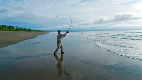 Ron Arra casting a Robert's Ranger Lure from the shoreline into the Gulfo Dulce